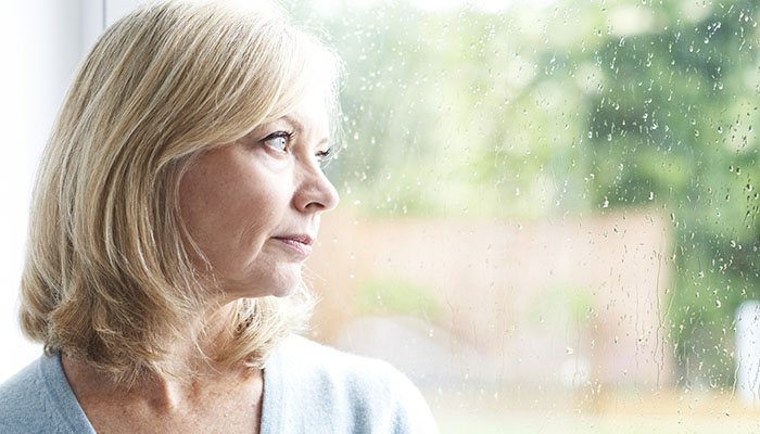 Woman feeling anxious over cancer diagnosis.