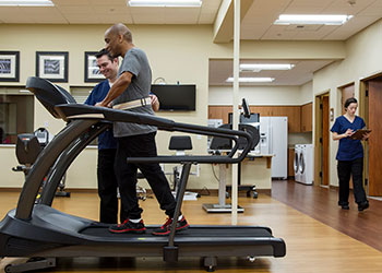 Patient with peripheral artery disease receives supervised exercise therapy.