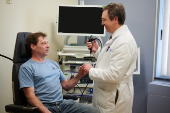 Otolargyologist at BIDMC examining a patient